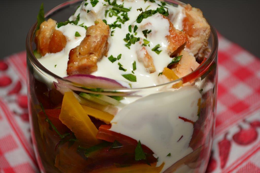 Csirkecomb saláta, joghurtos öntettel